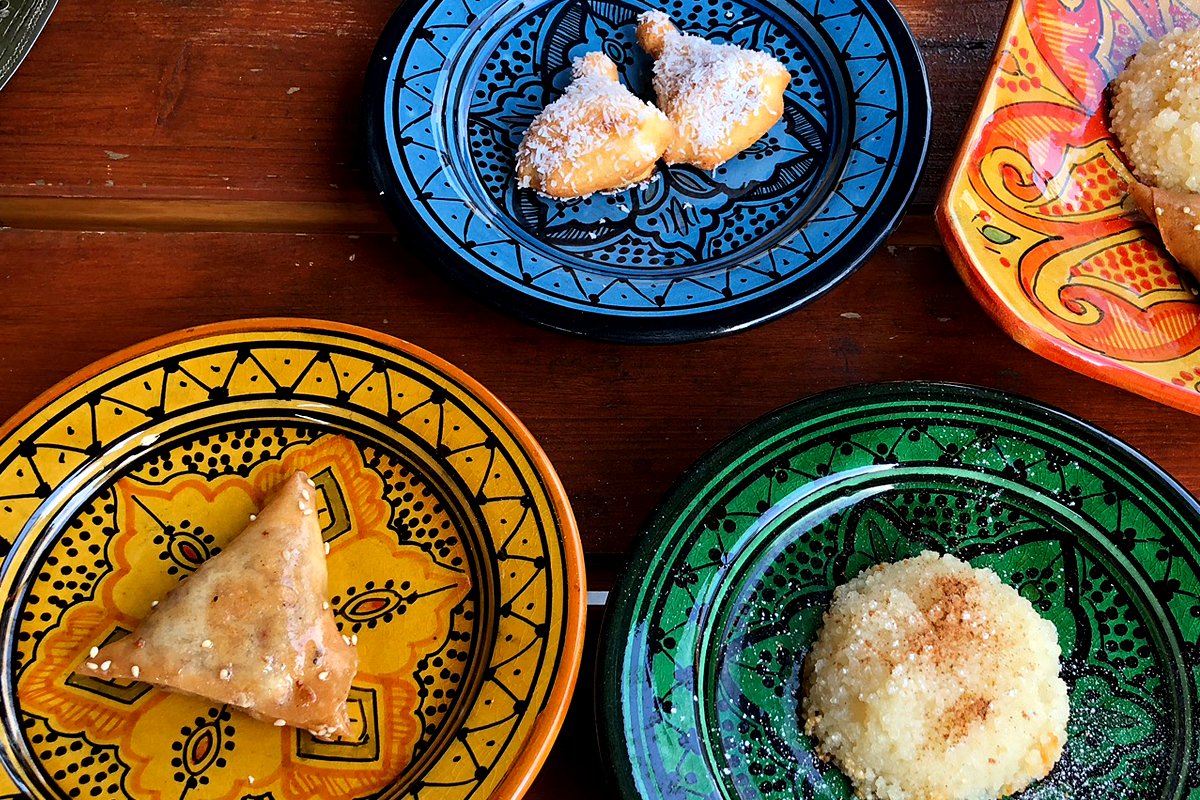 ル・マラケシュの手作りお菓子(デーツのケーキ・ブリワット・バスブーサ) モロッコ料理Le Marrakech(ル・マラケシュ)