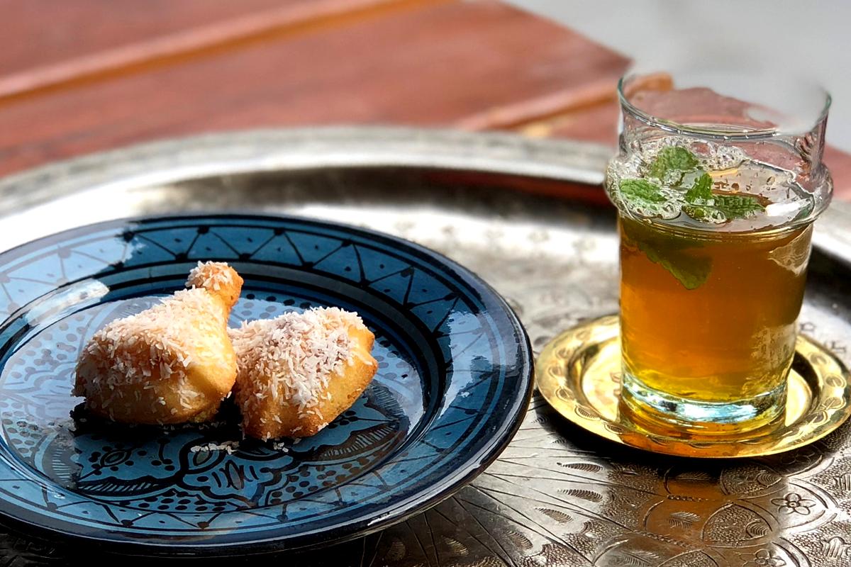 モロッコのお菓子セット(デーツのケーキとミントティー) モロッコ料理Le Marrakech(ル・マラケシュ)